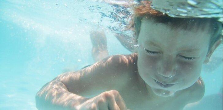 """Plaukimo treneris: griežtai nepritariu mokymui """"įmesk į vandenį - išplauks"""""""