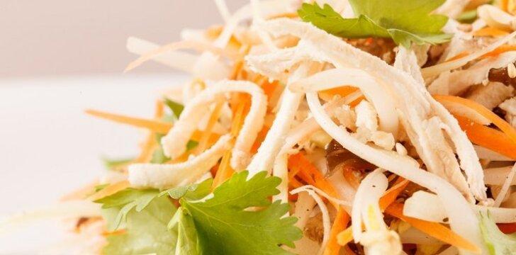 Rytietiškos vištienos salotos