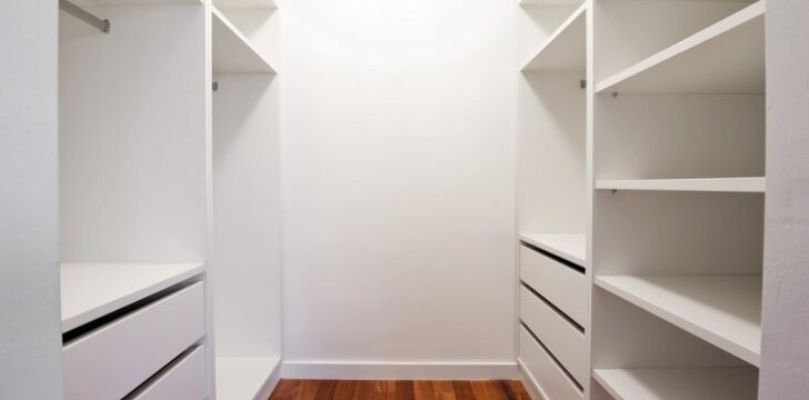 Kaip pačiam pasidaryti sieninę spintą su slankiojančiomis durimis