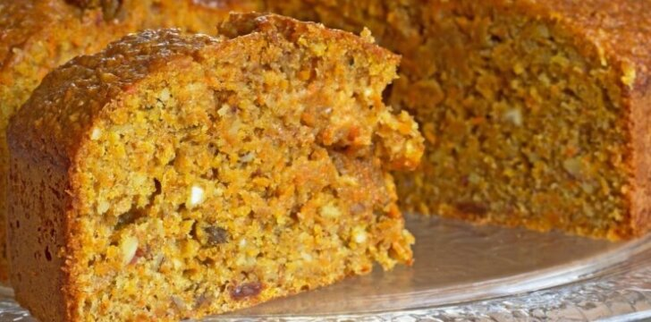 Pasakiškai skanus morkų pyragas su migdolais