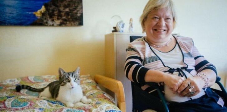 """Negalią turinčiai <span style=""""color: #c00000;"""">Janinai priglausta katė</span> tapo gyvenimo brangakmeniu"""
