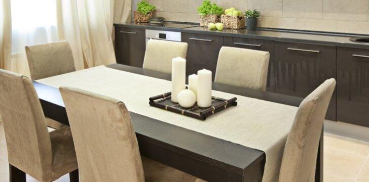 Į namus vėl sugrįžta konkretus, elementarus valgomasis stalas.