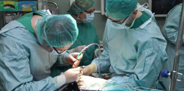 Keistą vaiko galvos formą kartais ištiesina tik operacija