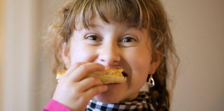"""Kai kuriuose darželiuose vaikai vis dar valgo šlamštą <span style=""""color: #ff0000;""""><sup>APKLAUSA</sup></span>"""