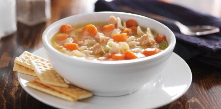 Tirštą vištienos sriuba su daržovėmis