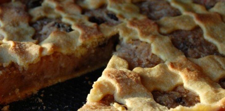 Trapus pyragas su daug obuolių