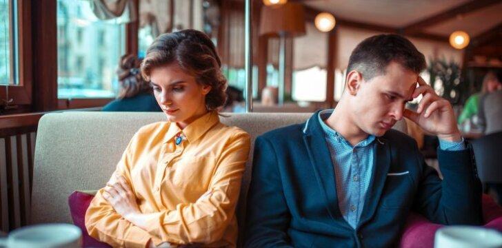 """Psichologas: kas laiko """"negyvuose"""" santykiuose ir kodėl sunku išsiskirti"""