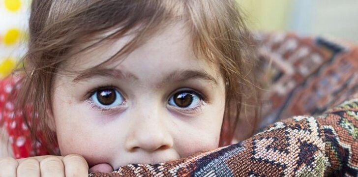 Nieko gero, jei vaikas <em>nereaguoja</em> į skyrybas: du pavojingiausi kraštutinumai
