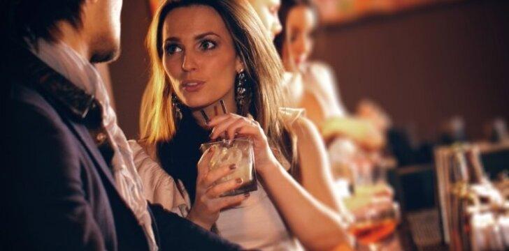 Vaikinai atvirai: koks merginų flirtas juos atstumia