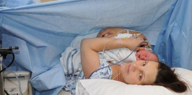 Neregėtas konfliktas: ligoninė neleido moteriai gimdyti pačiai