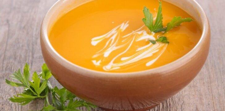 Aštri moliūgų sriuba su kokoso pienu ir vištiena