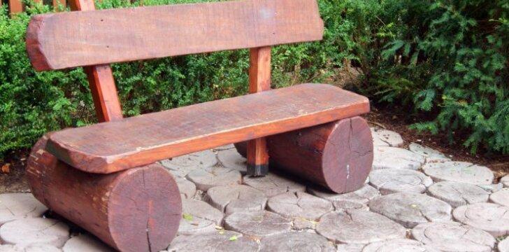 Ar lauko baldus reikia apdengti?