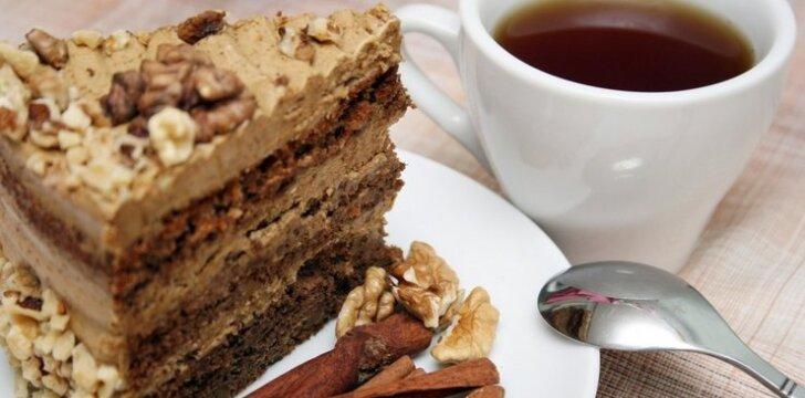 Kavos ir graikinių riešutų tortas