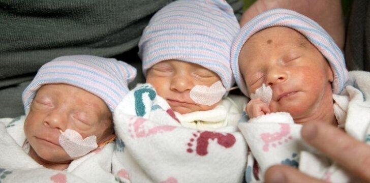 Gimė natūraliai pradėti identiški trynukai