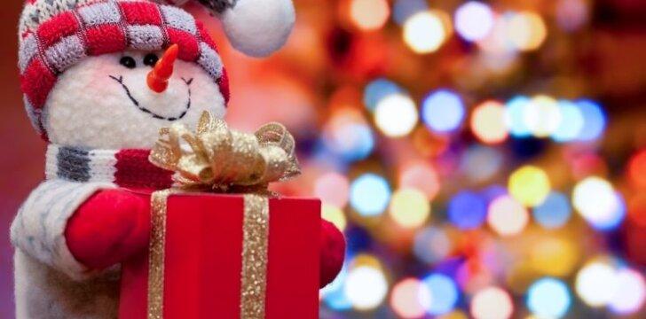 """Kokias <span style=""""color: #ff0000;"""">kalėdines dovanas</span> išrinko Ineta Stasiulytė, Linas Adomaitis ir Nomeda Marčėnaitė"""