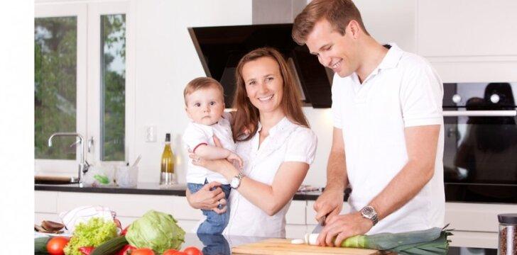 Jei vyras ar kitas šeimos narys ruoštų maistą, moteriai per savaitę padovanotų 4 valandas.