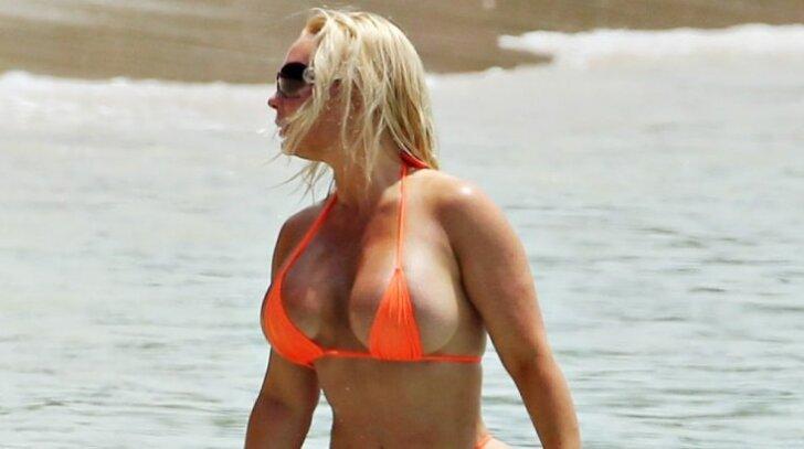 Barbadoso paplūdimyje – atominis seksualumo smūgis  (56 karšti kadrai)