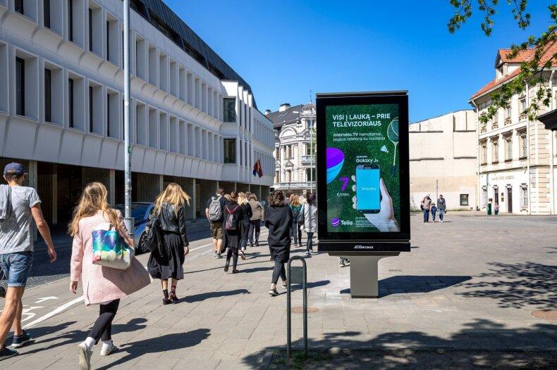 Naujovė Lietuvoje: į aplinką reaguojanti lauko reklama
