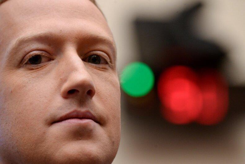 Facebook griūtis. M. Zuckerber