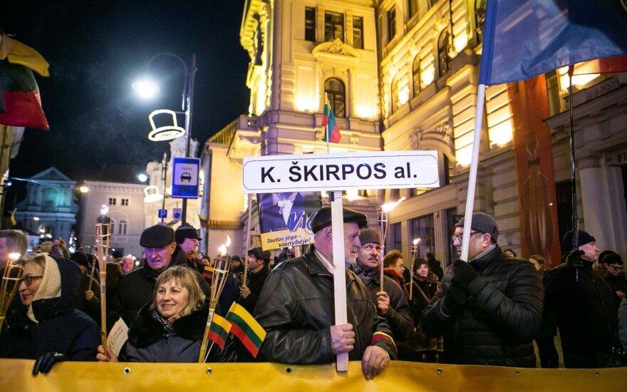 Maždaug tūkstantis žmonių žygiavo tautinio jaunimo eitynėse Vilniuje