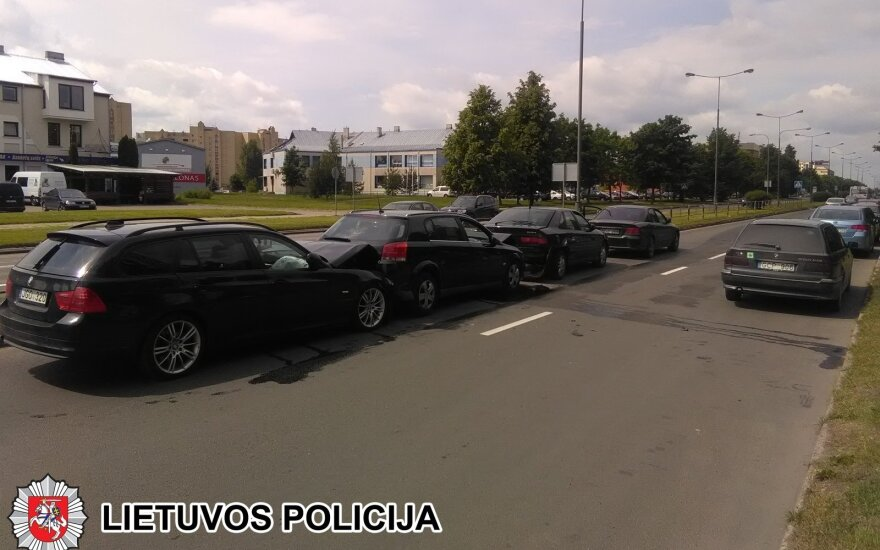 Panevėžyje susidūrė 4 automobiliai, policija ieško liudininkų
