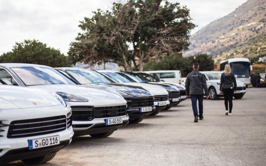 """Porsche Cayenne"" istorija: atskleidė, kodėl tapo tokiu populiariu"