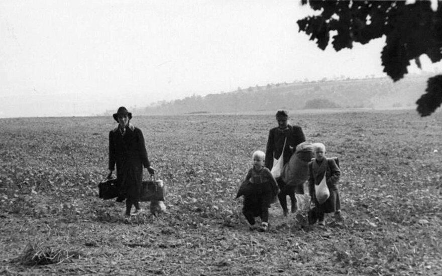 Vokiečių pabėgėliai traukiasi iš sovietų okupacinės zonos