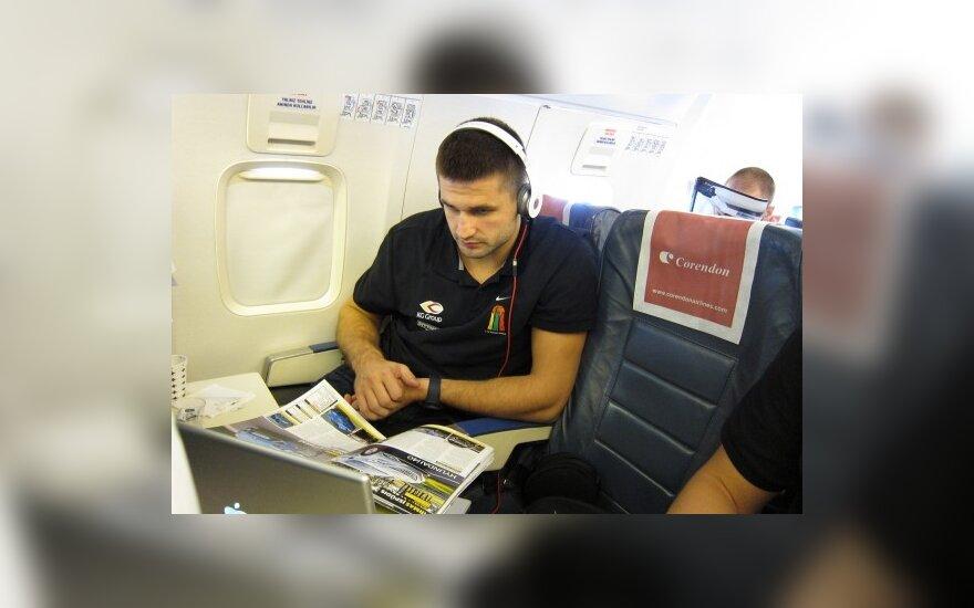 Linas Kleiza skrydžio metu vartė spaudą