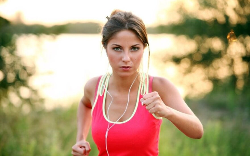 Patarimai bėgikams: kaip išvengti nutrintų vietų ir dehidratacijos?