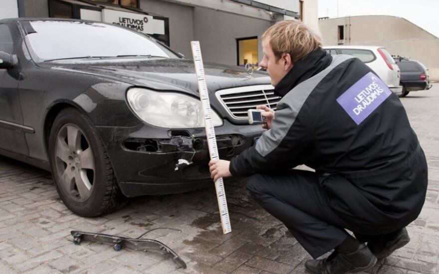 Automobilio apžiūra po avarijos, žala