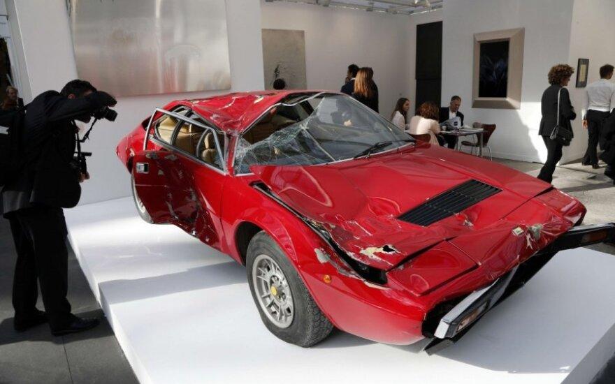 Sudaužytas Ferrari parduotas kaip meno kūrinys