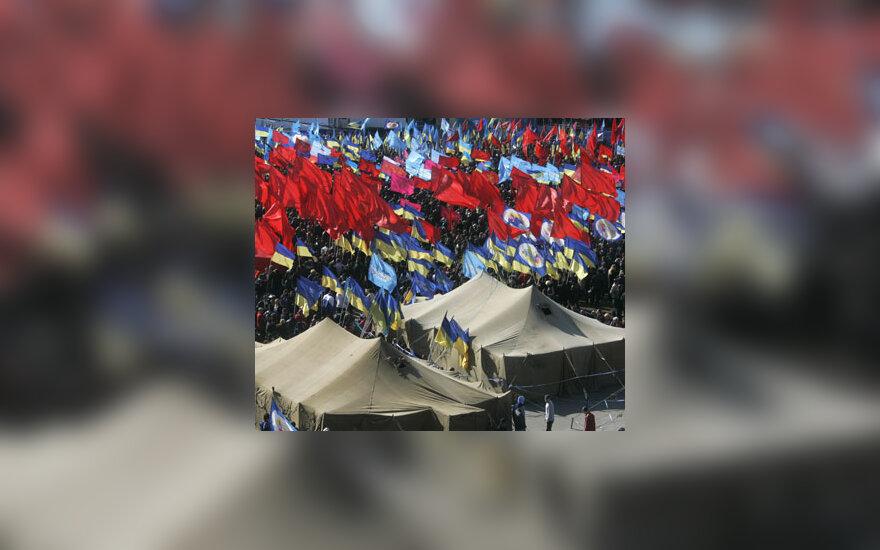 Apie 10 tūkst. demonstrantų pastatė palapinių miestelį Kijevo centre