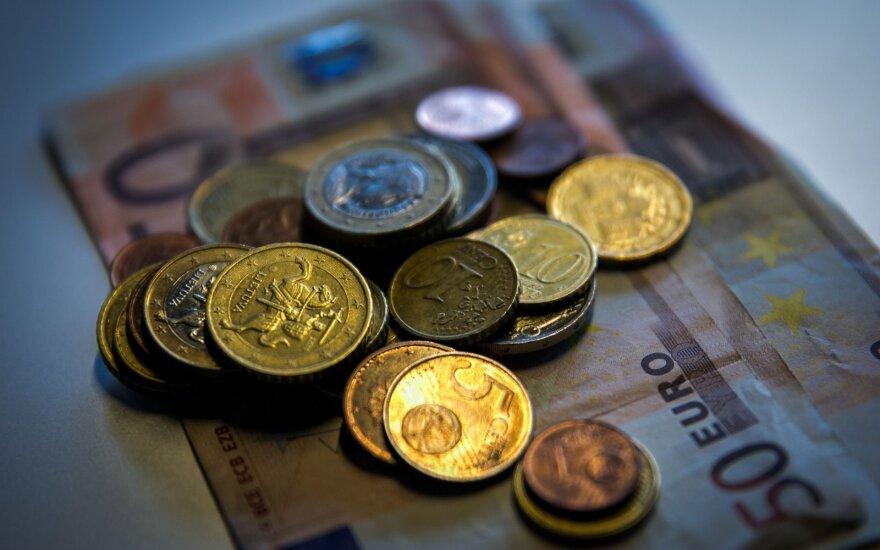 Atlyginimų grimasos: valstybės įmonė neprisišaukia darbuotojų už 1,3 tūkst. eurų
