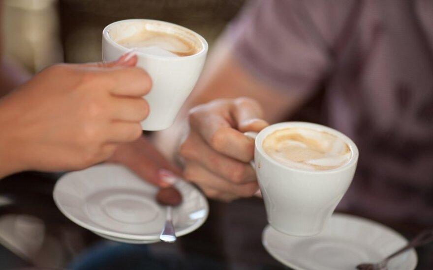 Visa tiesa apie kavą: kodėl vieniems ji suteikia energijos, o kitus migdo