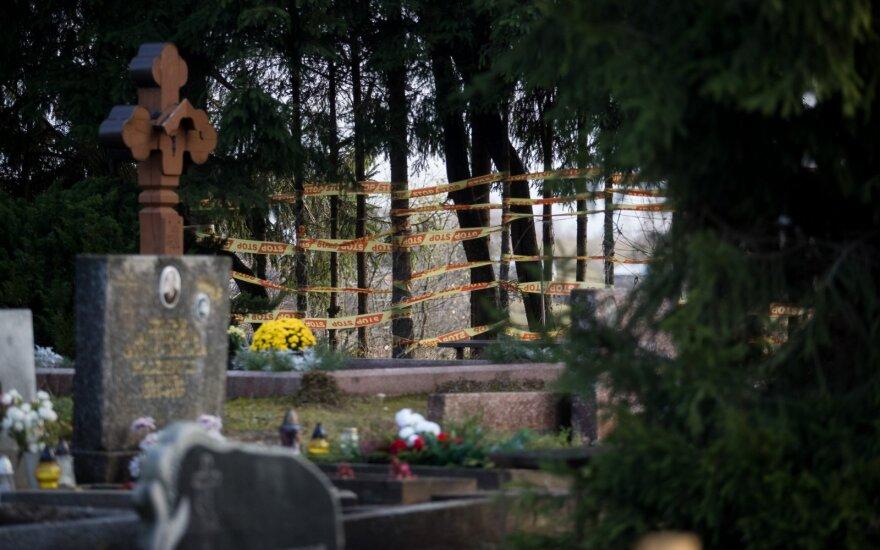 Keistas nutikimas per laidotuves neduoda ramybės: nuleidus į duobę, karstas stovėjo beveik stačias