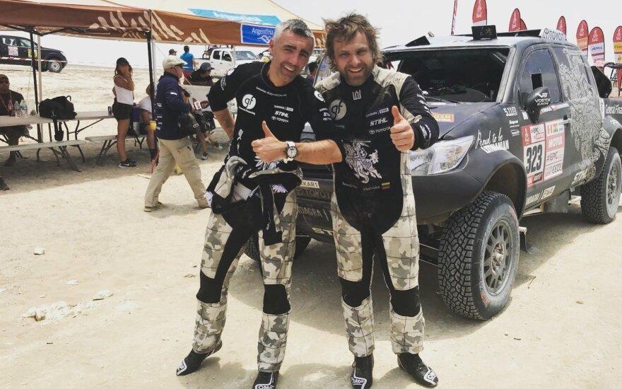 Antrajame Dakaro etape Benediktas Vanagas nukrito nuo kopos