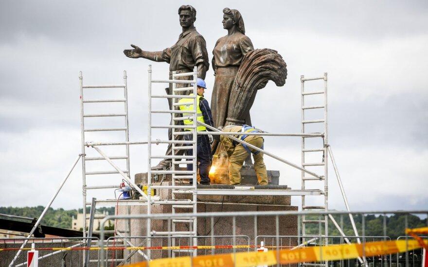 Komisijos pirmininkės verdiktas: skulptūros turi grįžti ant tilto