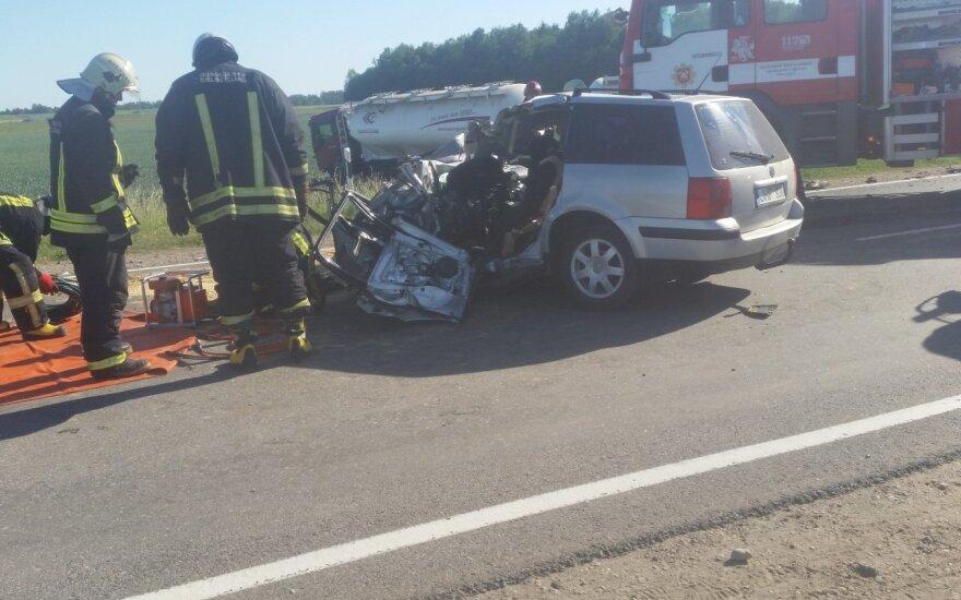 Didžiulė avarija prie Birštono: susidūrė vilkikas ir automobilis, vienas žmogus žuvo vietoje