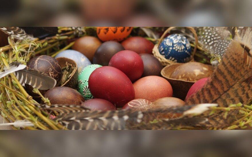 """Velykinių kiaušinių marginimas galerijoje """"Menas sau"""""""