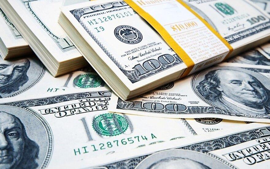 JAV dolerio kursas lėtai kopia aukštyn euro ir jenos atžvilgiu, pinga svaras