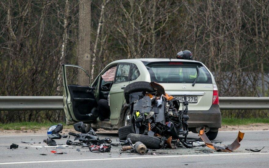 Tragiška avarija Vilniuje: motociklininkės gyvybės išgelbėti nepavyko