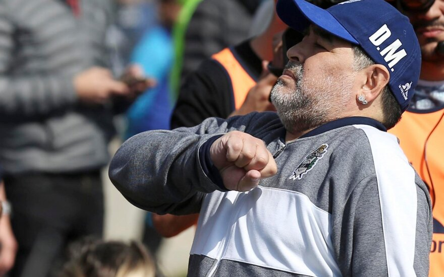 """Diego Maradona kaip vyriausiasis """"Gimnasia"""" treneris debiutuoja Argentinos čempionate"""