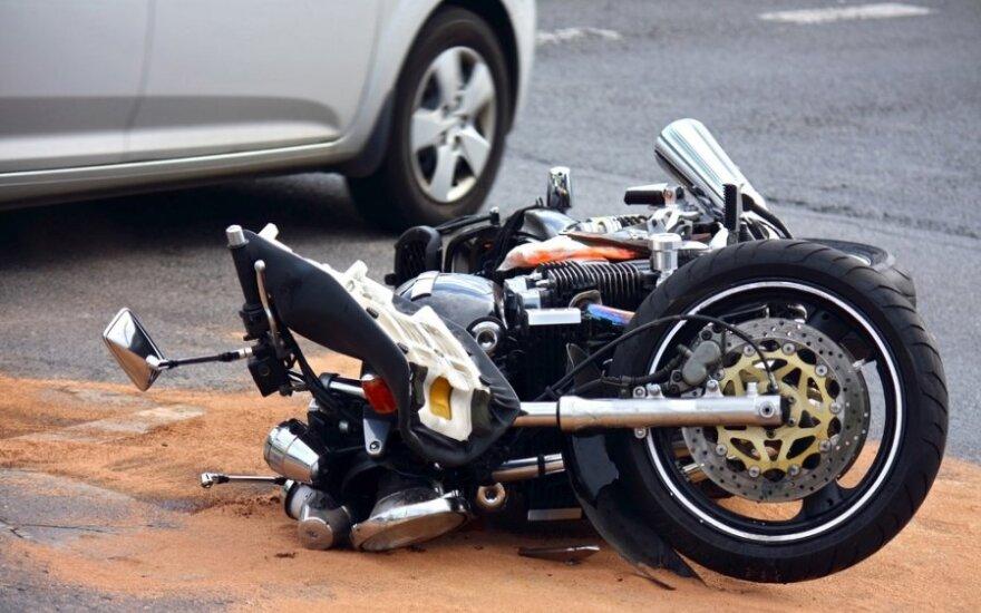 Kas padėtų kelyje laiku pastebėti motociklininkus?