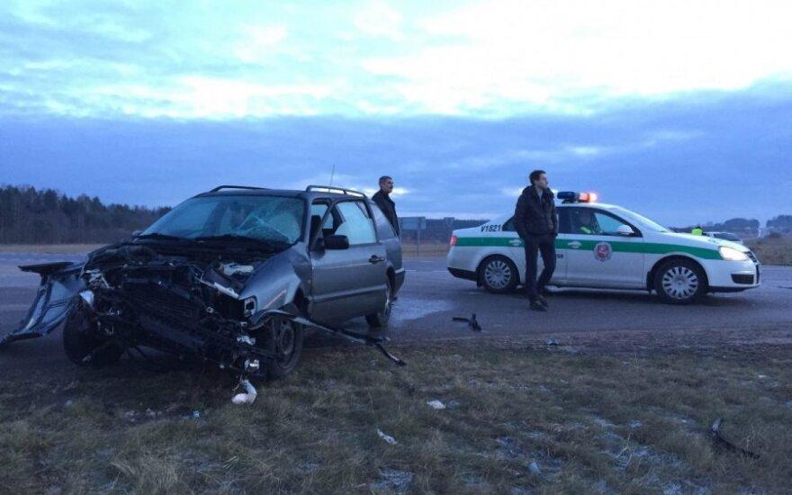 Po avarijos Vilniaus rajone į ligoninę išvežtas vyras ir mergytė