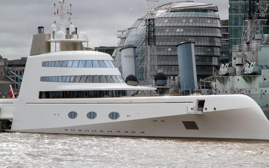 Prabangių britų jachtų pardavimai – didžiausi nuo 2008 m. finansų krizės