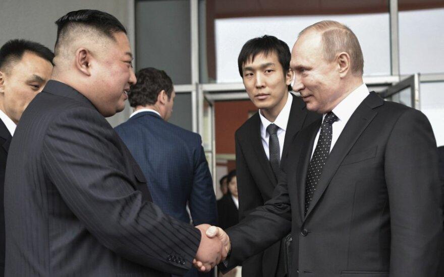 Vladimiras Putinas susitinka su Kim Jong-unu