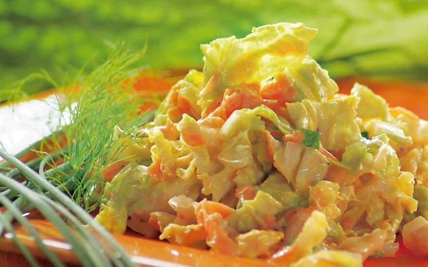 Morkų ir kopūstų salotos