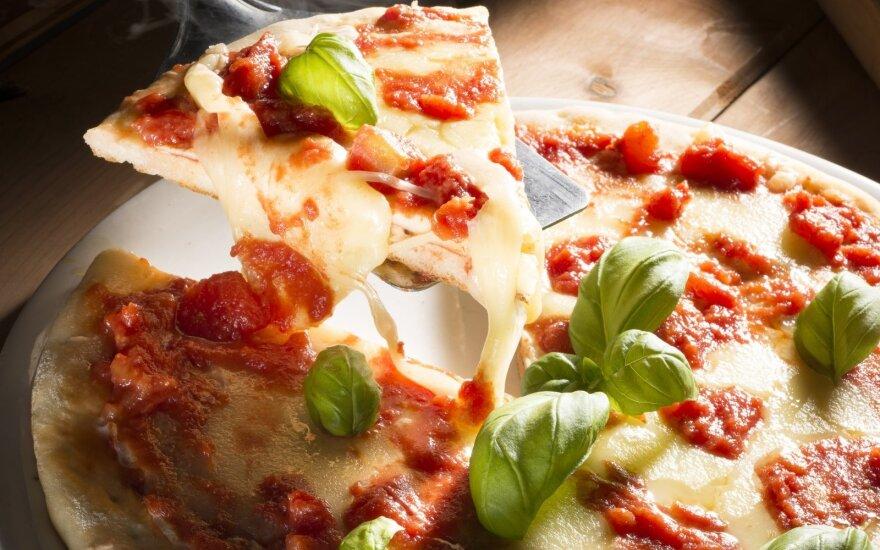 Itališka pica su daug sūrio
