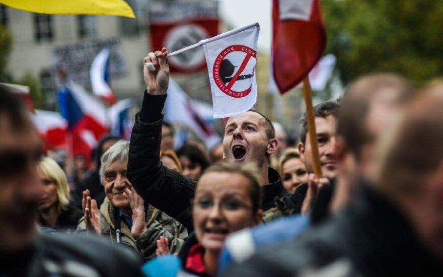 Čekijoje protesto akcijose prieš pabėgėlių priėmimą dalyvavo tūkstančiai žmonių