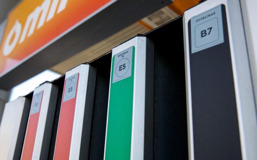 Pernai benzinas pigiausiai kainavo gruodį, dyzelinas - kovą!
